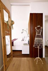 Interior-Changing-Room-Classic-And-Modern-Interior-Decor-Vivienda-En-Llaveneres