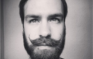 Disciplinez cette barbe!